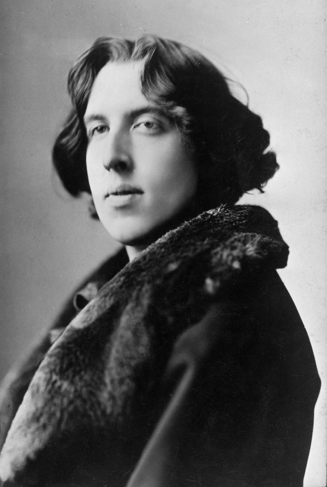 Photographic portrait of Oscar Wilde